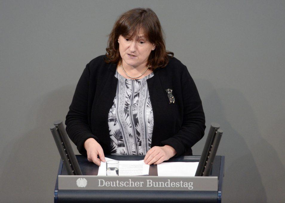 MdB Marianne Schieder spricht im Deutschen Bundestag (Foto: Deutscher Bundestag/Achim Melde)