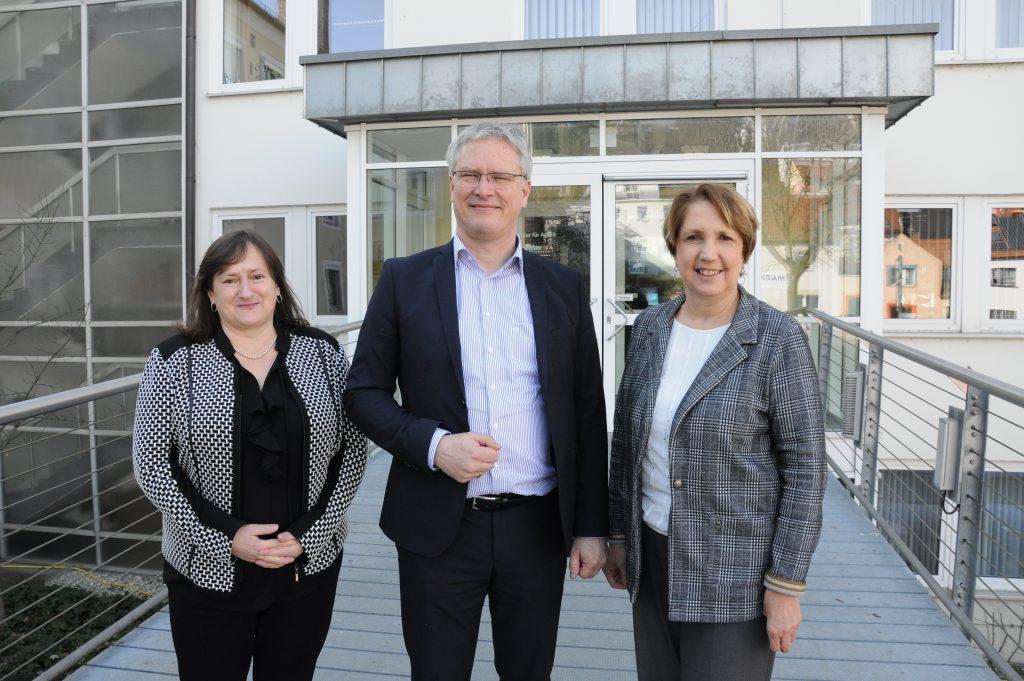 Die beiden SPD-Abgeordneten Marianne Schieder, MdB und Annette Karl, MdL zusammen mit dem Leiter der Agentur für Arbeit Schwandorf Markus Nitsch