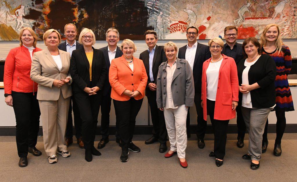 Der neu gewählte Geschäftsführende Vorstand der SPD-Bundestagsfraktion mit MdB Marianne Schieder (2. von rechts), Bild: Andreas Amann