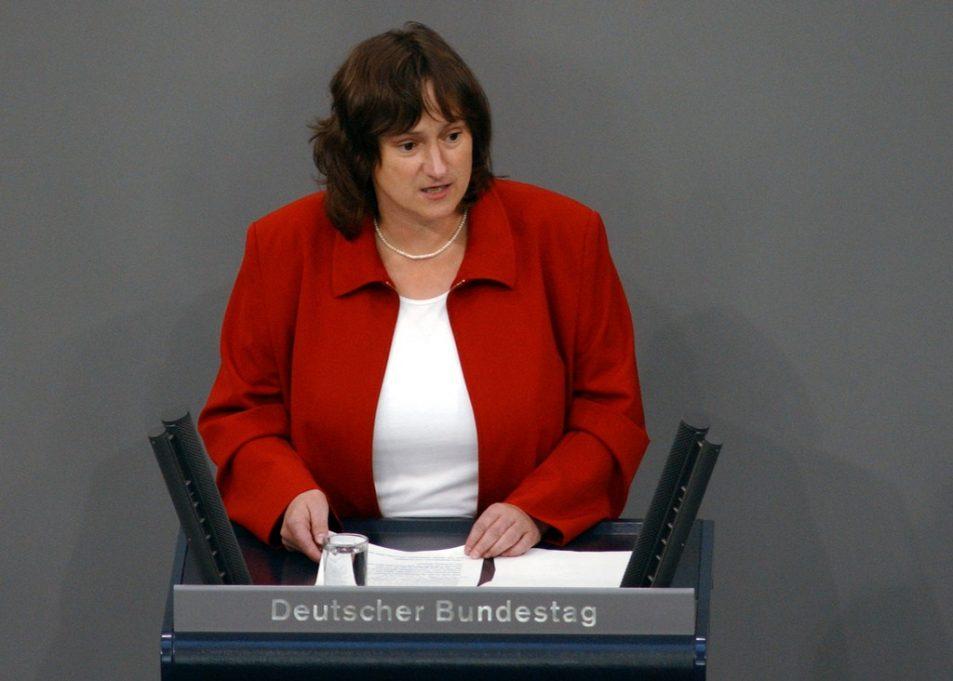 MdB Marianne Schieder bei einer Rede im Deutschen Bundestag (Fotograf: Lichtblick/Andi Hill)
