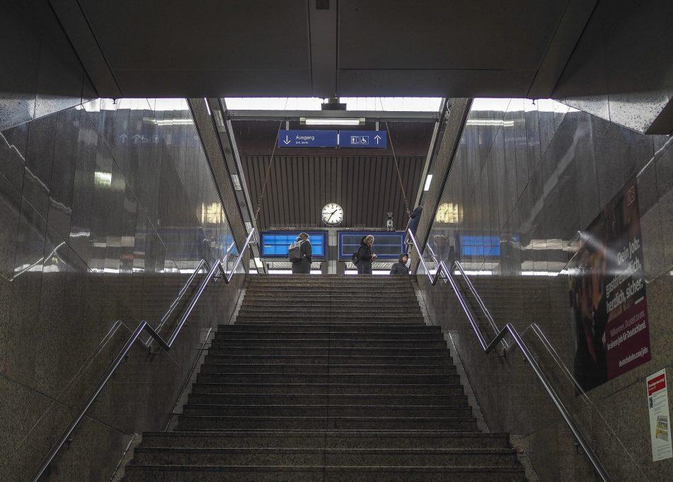 MdB Marianne Schieder setzt sichfür einen barrierefreien Umbau des Bahnhofs Cham ein
