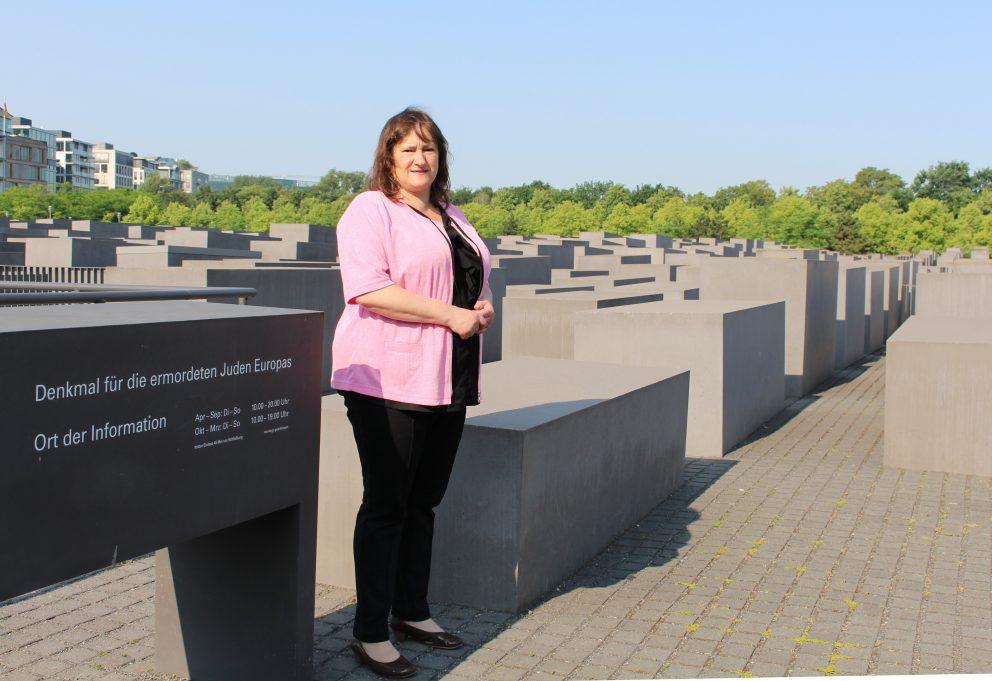 MdB Marianne Schieder gedenkt zum 8. Mai der Opfer von Krieg, Terror und Holocaust