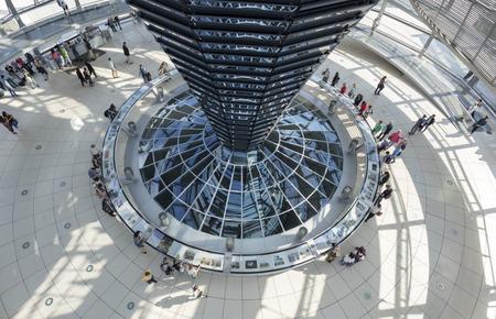 Innenansicht der Reichstagskuppel (Quelle: Deutscher Bundestag / Axel Hartmann)